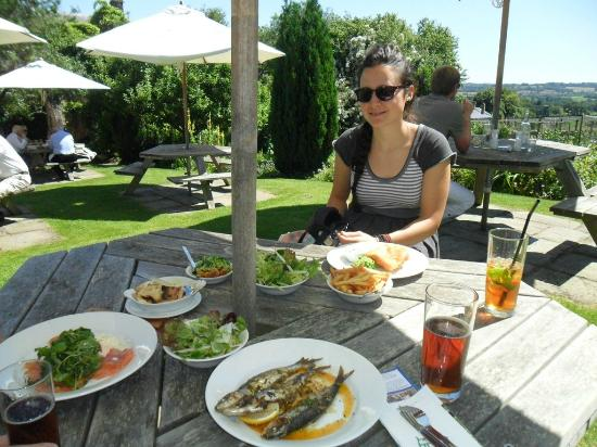 The Horse and Groom: Excellent food in garden