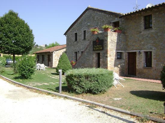Casa Vacanze Vecchio Granaio: Parte davanti della struttura