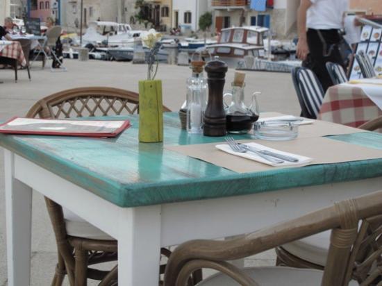 Bora bar: ... und wenn dann erst das wunderbare Essen auf den Tisch kommt ....