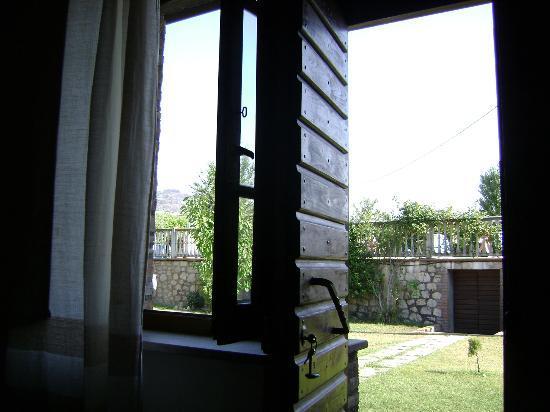 Casa Vacanze Vecchio Granaio: Giardino visto dal letto della camera