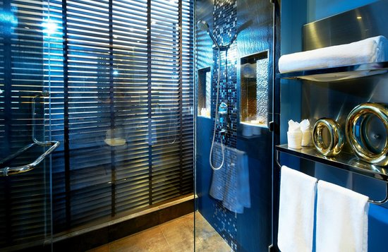 The Continent Hotel Bangkok by Compass Hospitality: Shower - Ocean Theme (Mock-up room)