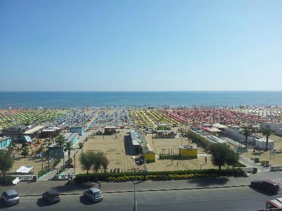 i-SUITE Design Hotel: la plage... vue du balcon