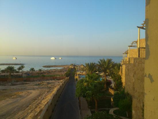 Jewels Sahara Boutique Resort: Weg zum Strand
