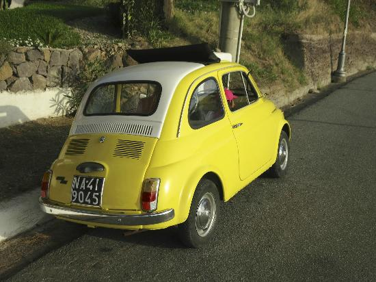 Hotel Mamma Santina: Fiat 500 at it's best
