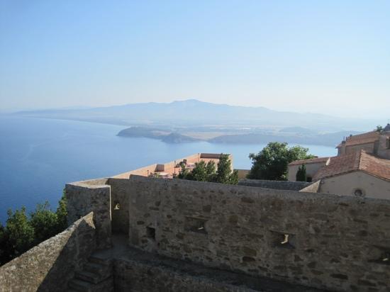 Agriturismo Gli Etruschi: ....vista dal castello sul golfo di Baratti...