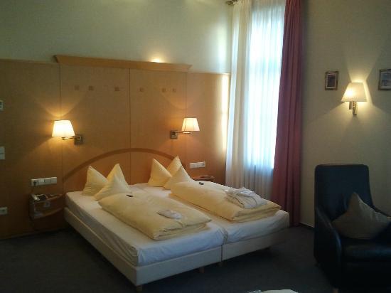 Hotel Kaiserhof: Bett