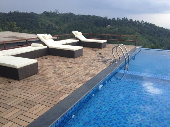 Grand Palace Hotel & Spa Yercaud: swimming pool