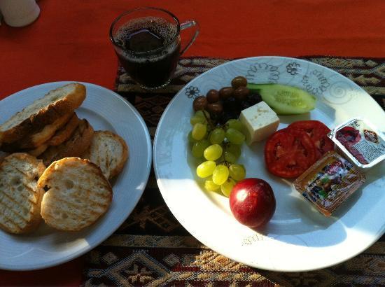 Dedekonak Pansiyon: Complimentary breakfast