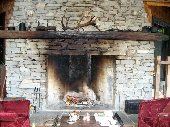 Clayoquot Wilderness Resort: Outdoors fireplace