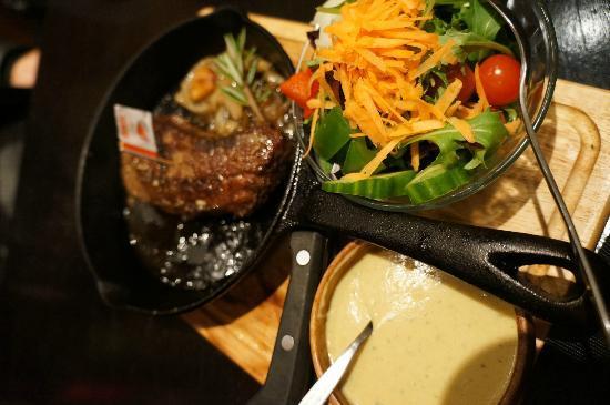 Bushmans Grill: blue steak