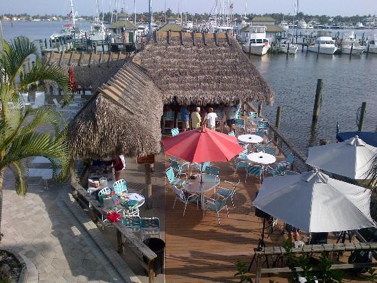 Cove Inn on Naples Bay: Tiki bar