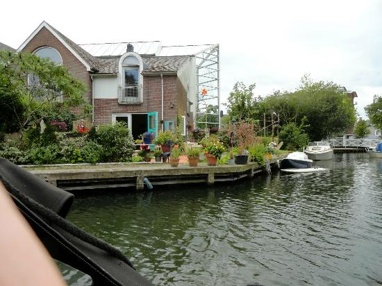 Hotel de Magneet: Houses along canal