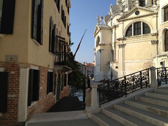 كا ماريا أديلي: Arrivée à l'hôtel 