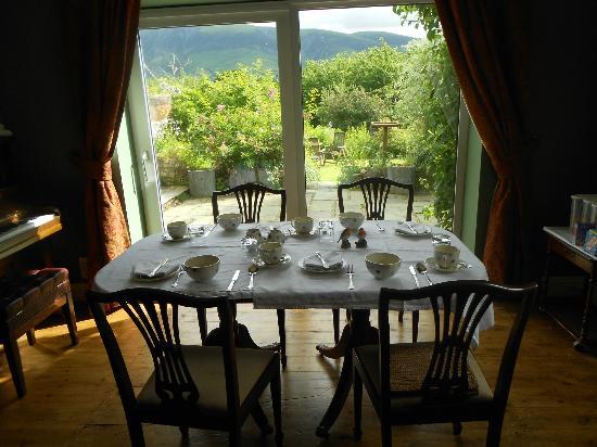 Hillside: The lovely breakfast-room