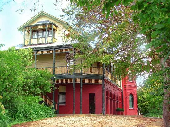 Leura House: view from the carpark