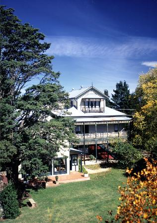 Leura House: Summer