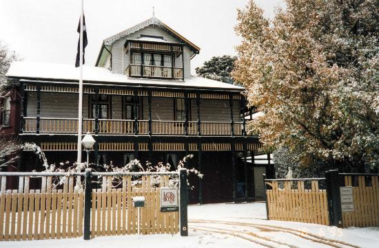 Leura House: Winter