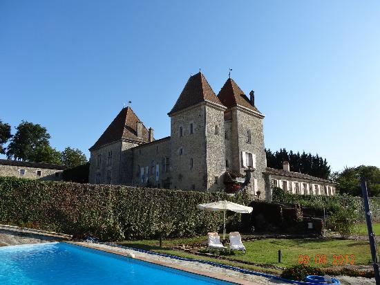 Grezet-Cavagnan, Francia: Château vu de la piscine