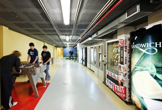 Residencia Universitaria Sarria: Zona de vending y ocio
