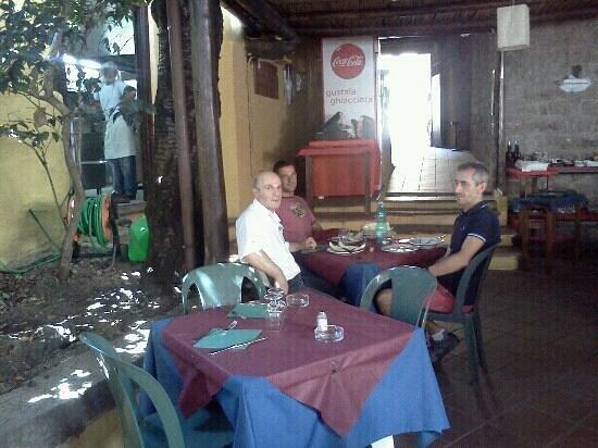 The Garden - Restaurant: il padrone e'quello in camicia bianca
