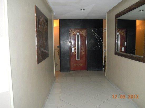 Majestic Hotel : corridor - old splendor