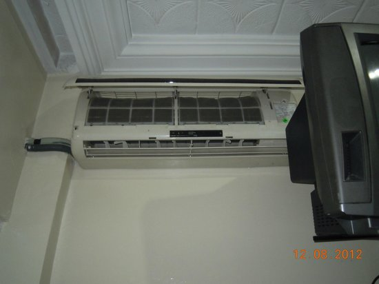 Majestic Hotel : clogged air con - out of service