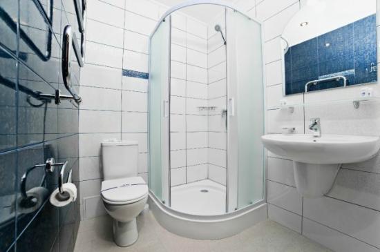 Hotel Marinara: bathroоm
