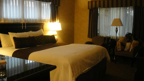 Rosedale Inn Executive Suite: King bed