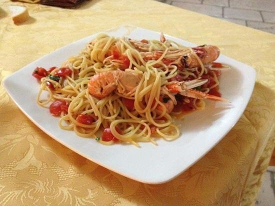 Trattoria Pizzeria Piazza Imbriani: piatto avanzato a metà tanto era buono