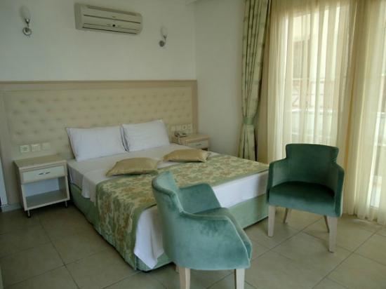 Nur Hotel: Room