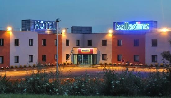 Hôtel balladins La Ferte Bernard / Cherre : FACADE