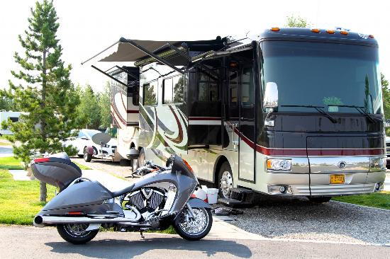 Yellowstone Grizzly RV Park: RV area