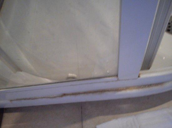 Osteria del Vicario: Joints salle de bain