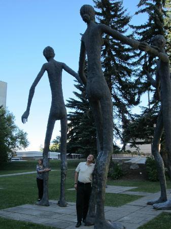 Armengol Statues: Otra vista de las estatuas