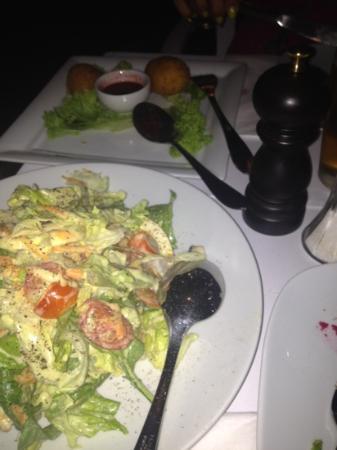 Eva's Garden: salad and cheese