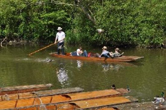 Punting at the Cherwell boathouse