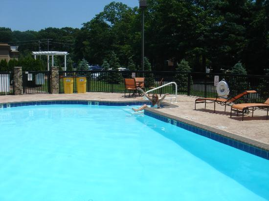 DoubleTree by Hilton Hotel Tinton Falls - Eatontown: Nice pool