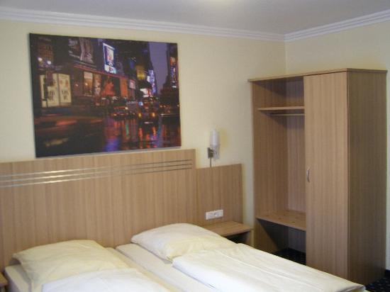 โรงแรมคัลท์: Room 214