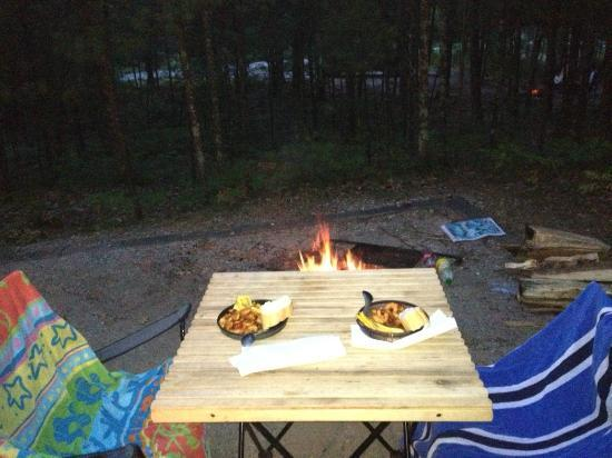Platte River Campground: Eating Garlic Shrimp Scampi at camp