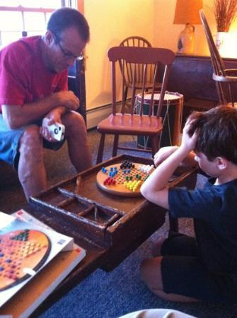 Grafton Inn : Chinese checkers at the Tavern