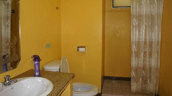 Lunar Hut Resort: bathroom
