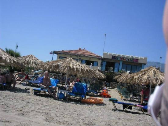 Sandy Beach Hotel : Beach
