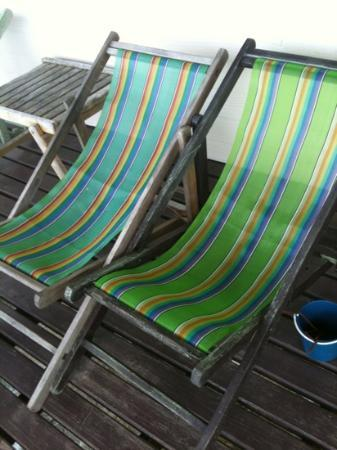 Phi Phi ViewPoint Resort: deck chairs on balcony