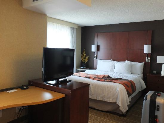 Residence Inn by Marriott Calgary Airport: Room
