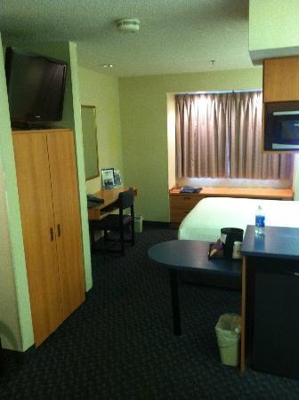 Microtel Inn & Suites by Wyndham Bethel: Desk area