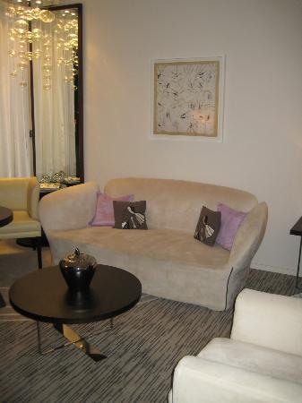 Radisson Blu 1835 Hotel & Thalasso: Living Room