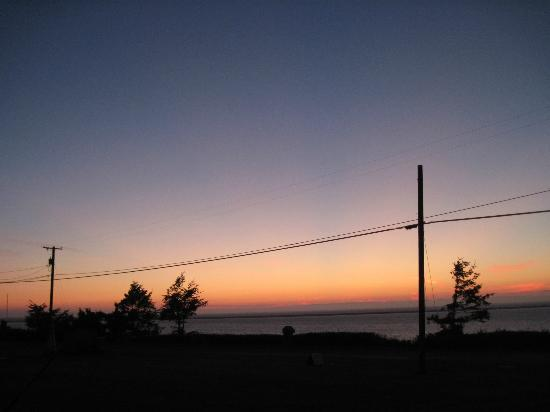 ‪‪Juan de Fuca Cottages‬: Beautiful Sunset from our Front Door