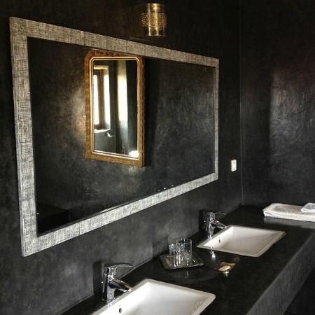Le Douar des Arganiers : Salle de bain (suite grise)