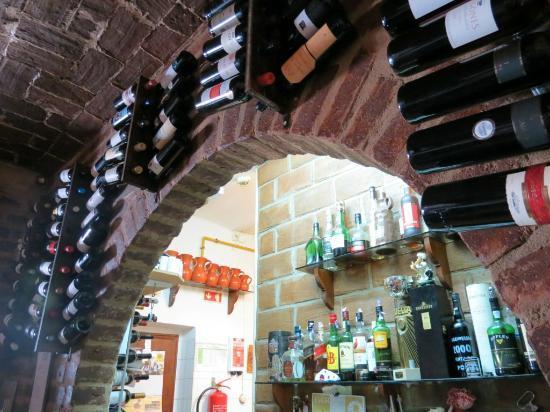 Vinho e Noz: Garrafeira unica - unique wine cellar