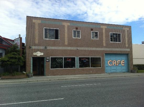Front of Muffin Man Cafe